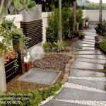 Mẫu sân vườn tiểu cảnh đẹp với lối đi bằng đá
